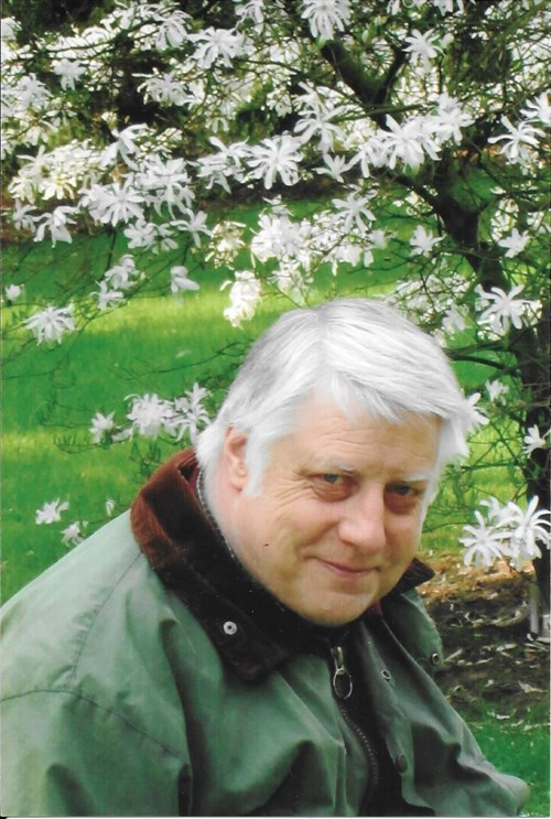 Alfred Aleidius Kooij bij de Stermagnolia in de Oude Hortus